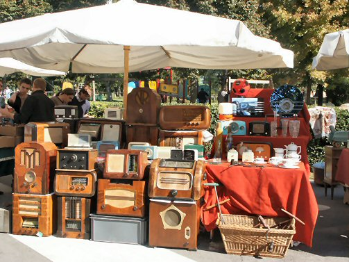 Markets in northern italy antique market at piazzola sul for Antique marketplace